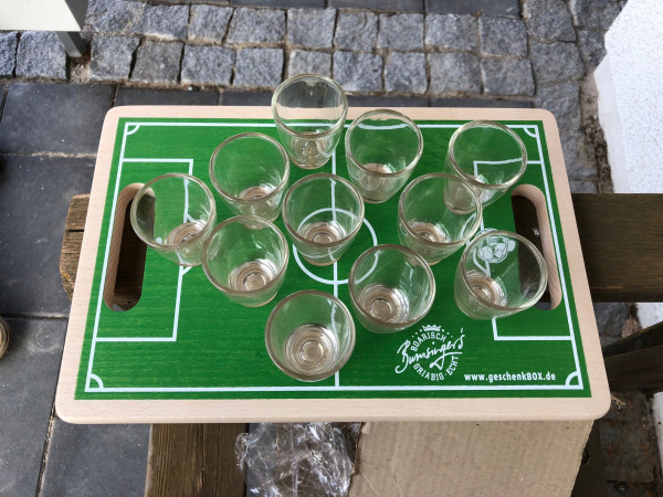 Holzbrett Schnapsbrett Fußball mit 11 Gläsern 30x20x1,7 cm, grün, Material Buche